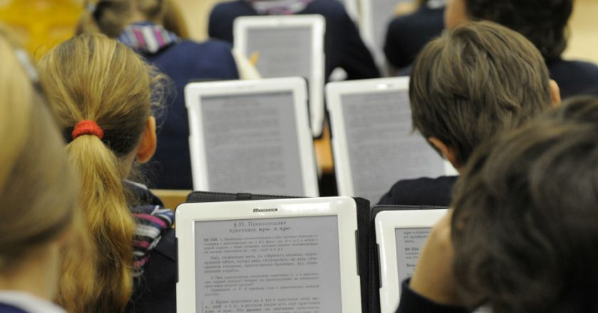 В кировских школах могут ввести электронные учебники