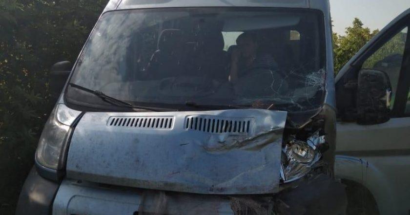 Четыре человека травмированы в результате столкновения «семёрки» и фургона в Кировской области