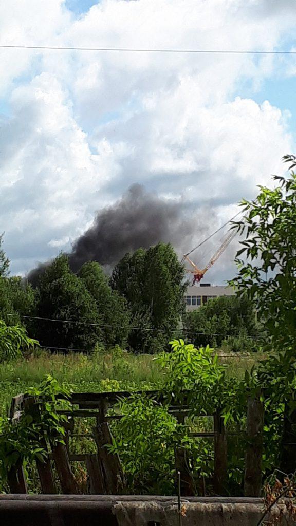 Строящуюся школу в Зуевке вновь заволокло черным дымом