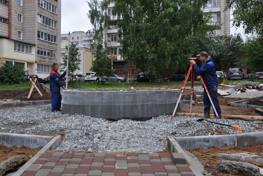 В Кирове продолжают строительство фонтана «Парящий камень»