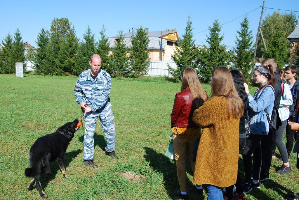 Студенты ВятГУ побывали в Центре кинологической службы УМВД России по Кировской области