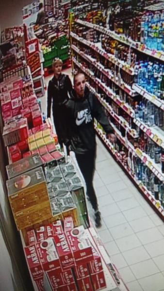 В Кирове ищут пару, укравшую виски из магазина