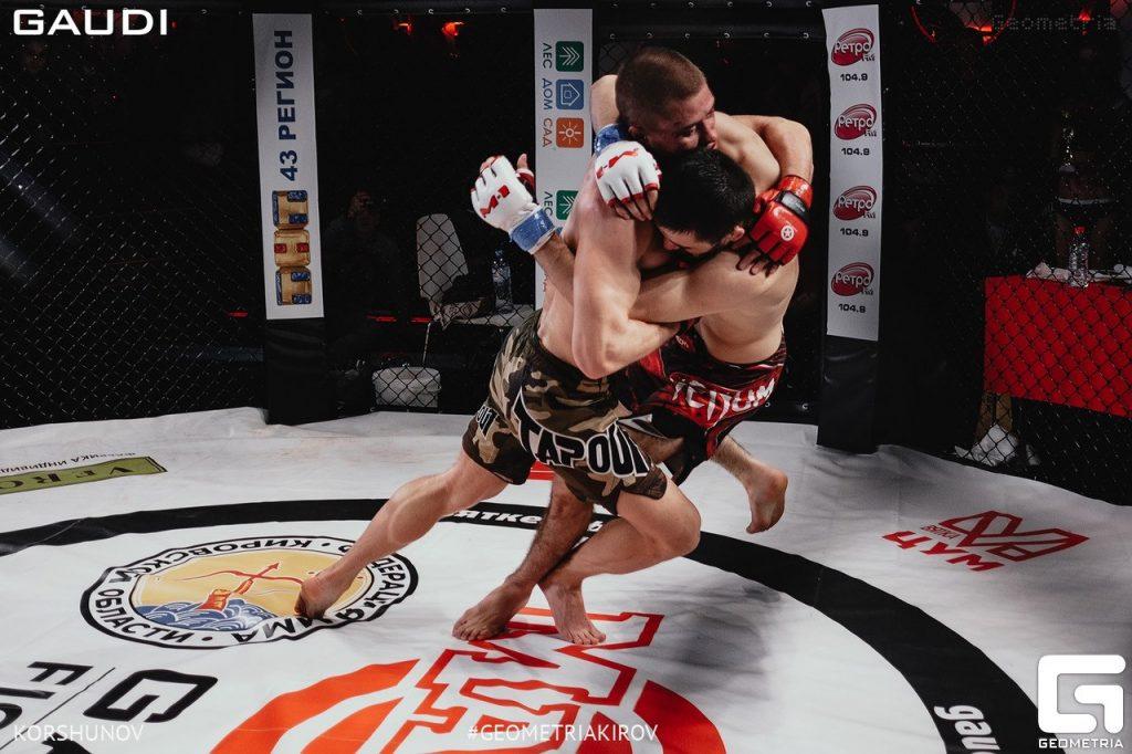 Уже в эту субботу, 22 сентября, в клубе GAUDI в Кирове будут проходить очередные бои в клетке по правилам MMA. Спортсмены выйдут на ринг в 18 часов. Запланированы 5 рейтинговых боев, 3 предварительных боя и женский бой. Кстати, последний пройдёт в GAUDI впервые.