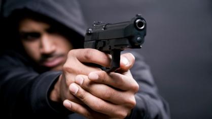Житель Кирса подозревается в угрозе убийством малолетней девочке и применении насилия в отношении сотрудника полиции