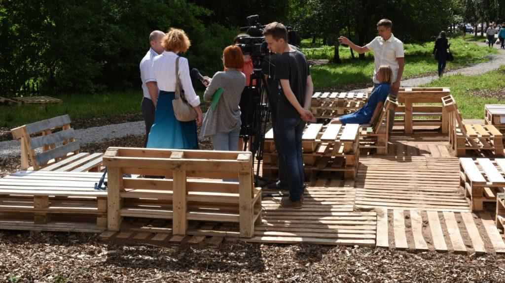 Илья Шульгин встал на сторону активистов, построивших детскую площадку из поддонов