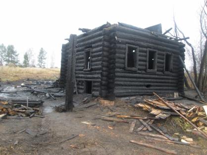 На месте сгоревшего дома в Кировской области нашли тела двух братьев