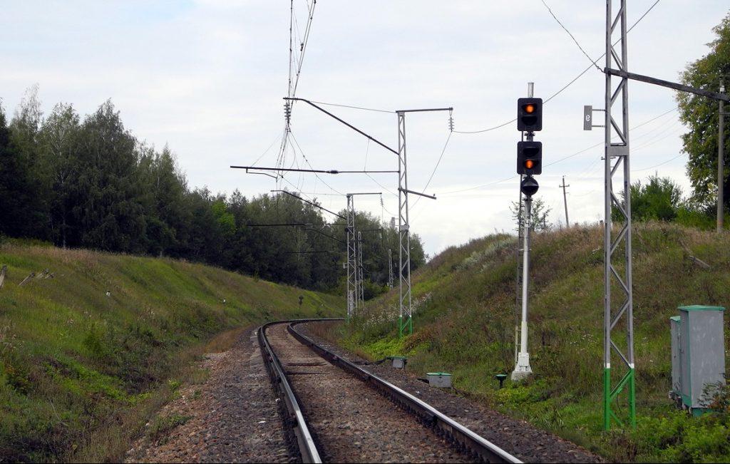 Выявлены подростки, повредившие светофоры на железнодорожных путях