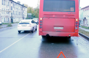 За один день в Кирове три пассажира получили травмы, упав в автобуса