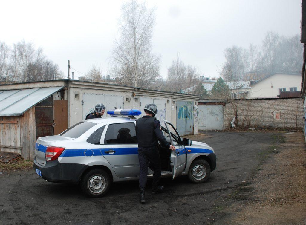 В Кирове сотрудники Росгвардии задержали мужчину, подозреваемого в попытке проникновения в чужой автомобиль