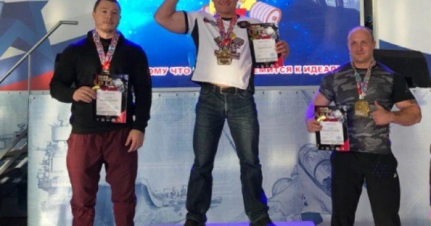 Сотрудник кировской полиции стал чемпионом мира по пауэрлифтингу