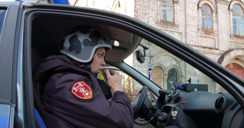 В Кирове сотрудники Росгвардии задержали трех молодых людей, подозреваемых в краже из магазина