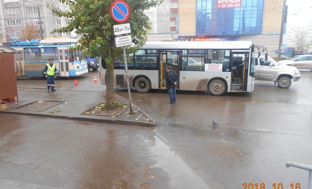 В Кирове водитель автобуса зажал в дверях десятилетнюю девочку