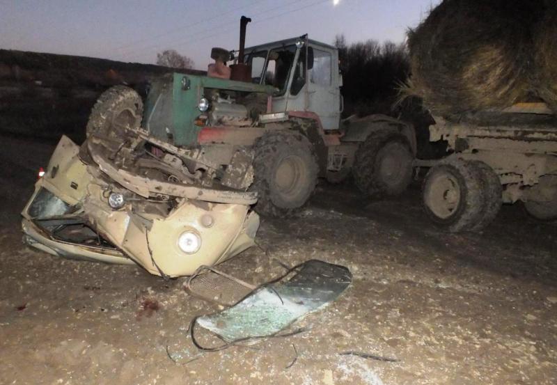 Мужчина на «Уазике» влетел в трактор: два человека погибли