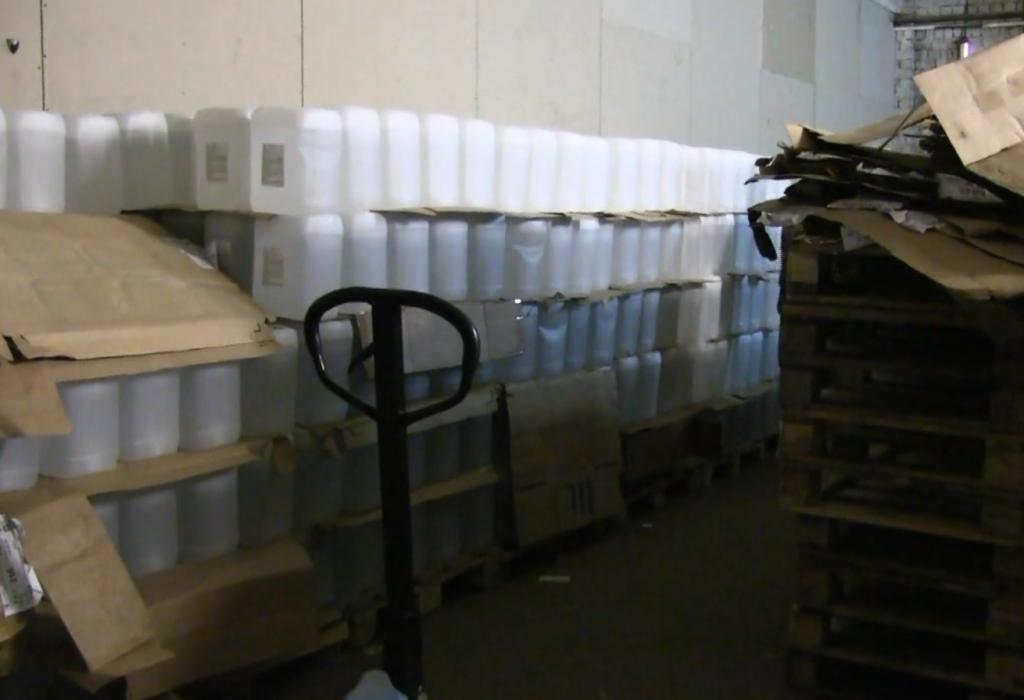 В Кирове полицейские изъяли 17 тысяч литров спирта без лицензии