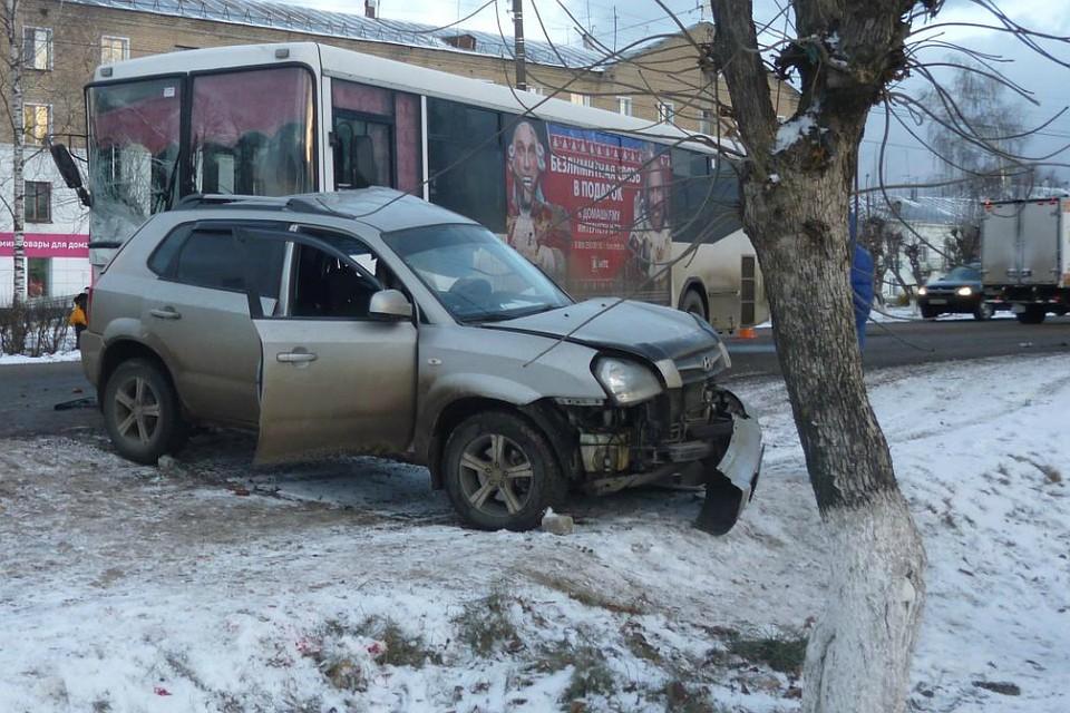 В Нововятске иномарка въехала в автобус
