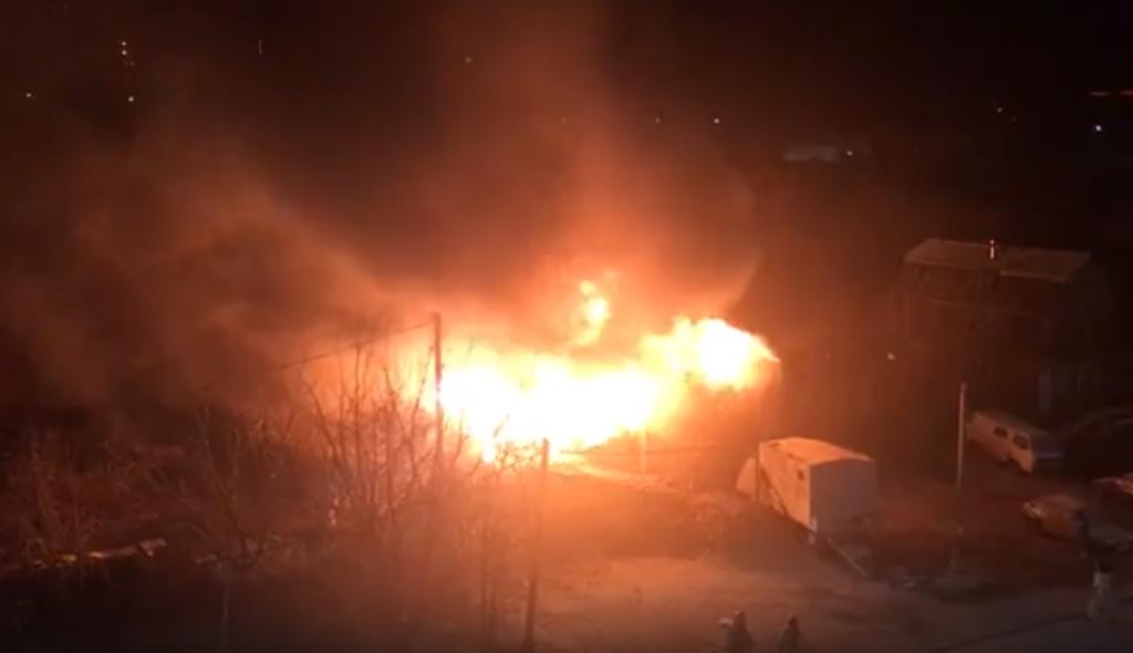 Ночью в Кирове сгорел заброшенный дом