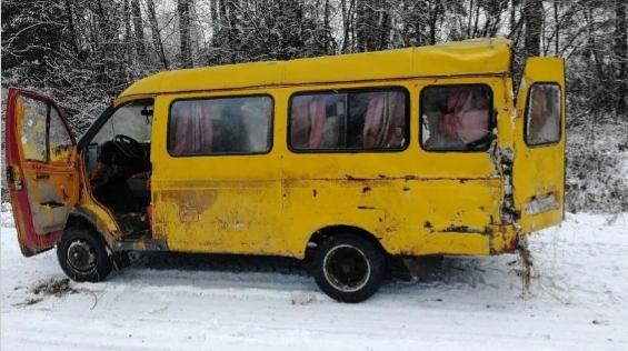 В Оричевском районе микроавтобус с пассажирами ушел в кювет