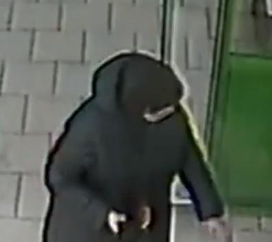 Из камеры хранения в магазине украли сумку с деньгами и документами