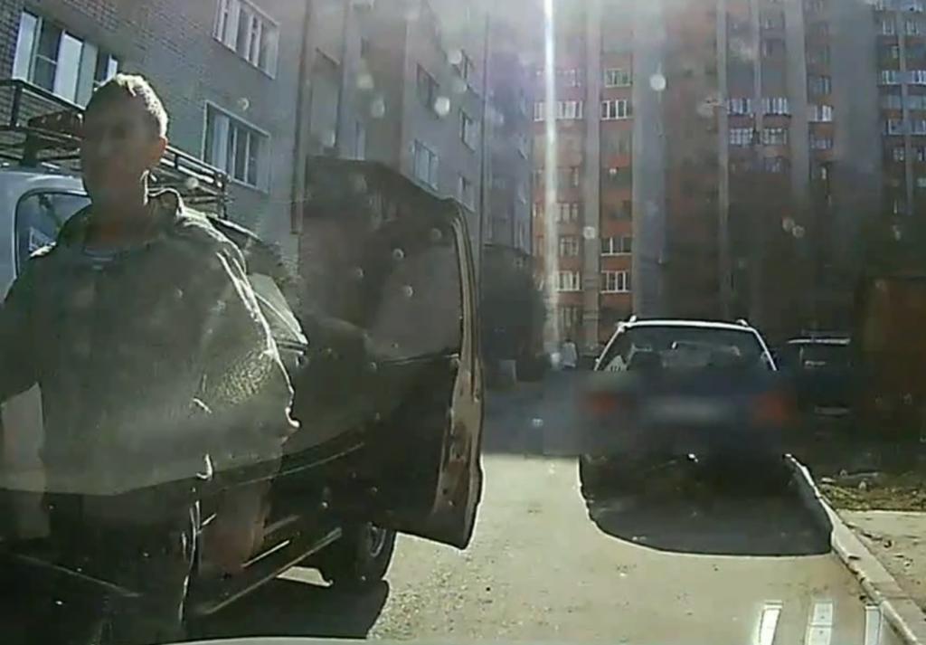 Кировские полицейские раскрыли умышленное повреждение автомашины