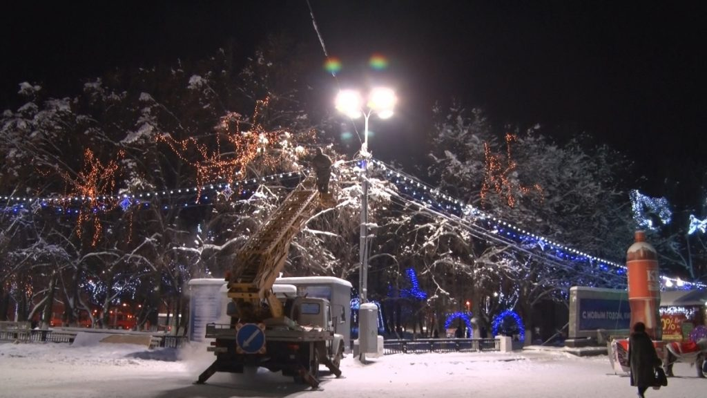 Первые фонари в рамках энергосервисного контракта зажглись на Театральной площади
