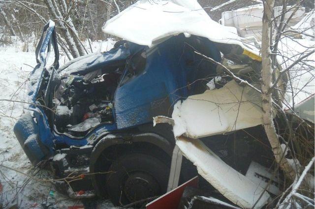 Водитель грузовика погиб на трассе в Белохолуницком районе