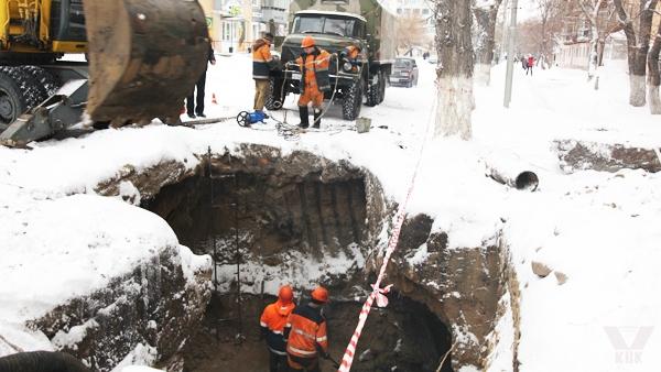 В Кирове устраняют крупную коммунальную аварию