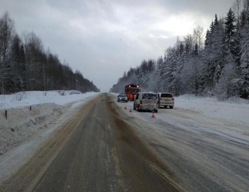 На трассе «Вятка» грузовик врезался в микроавтобус: есть пострадавшие