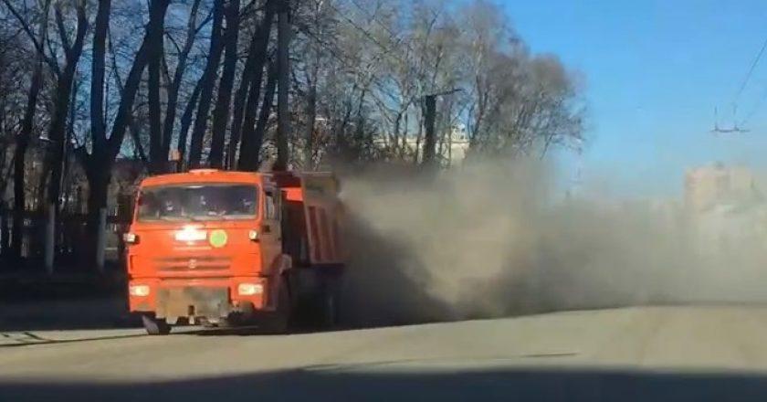 пыльная уборка улиц в Кирове
