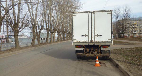 В Кирове грузовик сбил 16-летнюю девушку