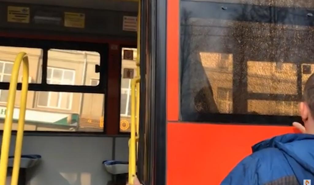 В Кирове обстреляли автобус с пассажирами