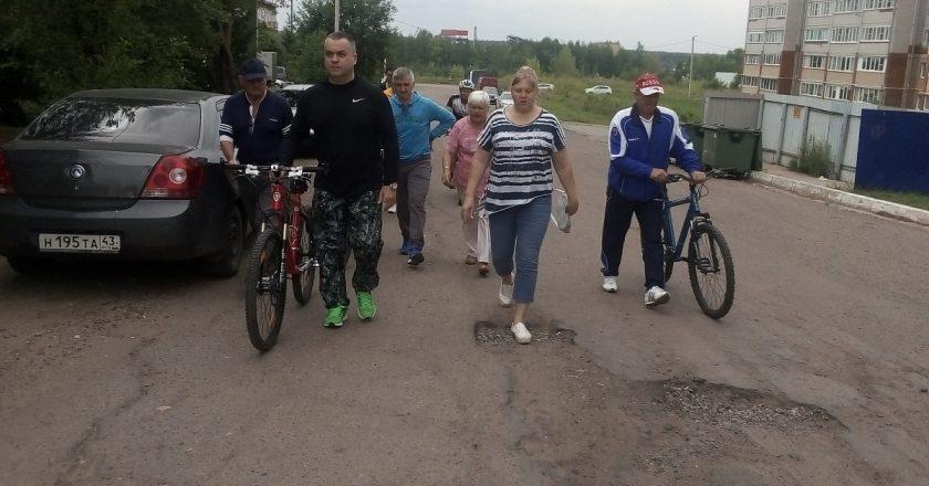 Сегодня в ходе очередного велорейда с главой администрации Кирова Ильей Шульгиным группа «Муниципального контроля» осмотрела городские территории микрорайона Радужный.