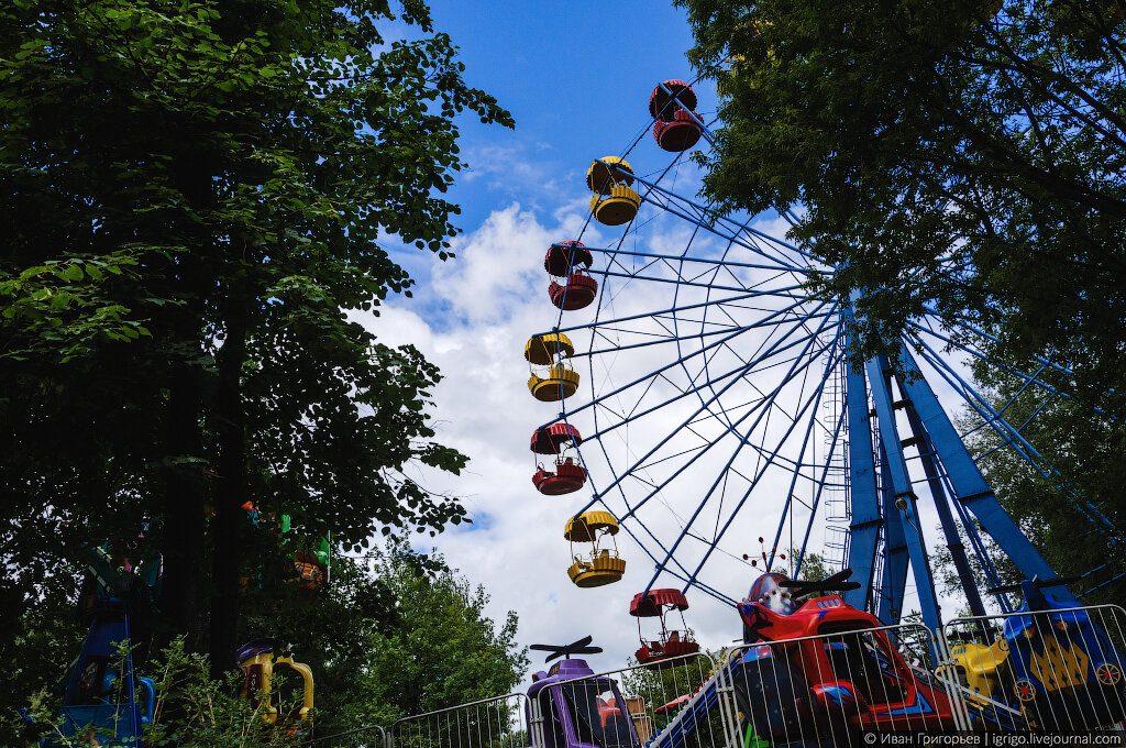 Колесо обозрения в парке у цирка оказалось просроченным на 23 годаКолесо обозрения в парке у цирка оказалось просроченным на 23 года