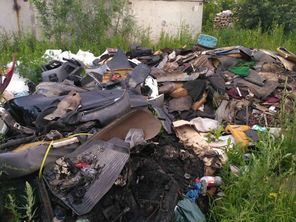 В Кирове нашли свалку со строительными отходами