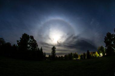 В Кировской области сняли лунное гало