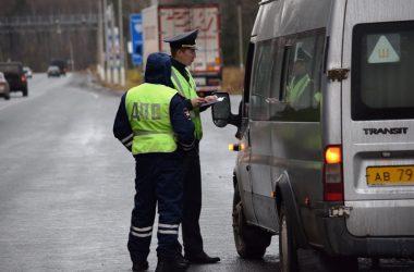 Сотрудники Госавтоинспекции Кировской области продолжают работу по повышению безопасности на дорогах путем ежедневного надзора за качеством осуществления пассажирских перевозок водителями автобусов.