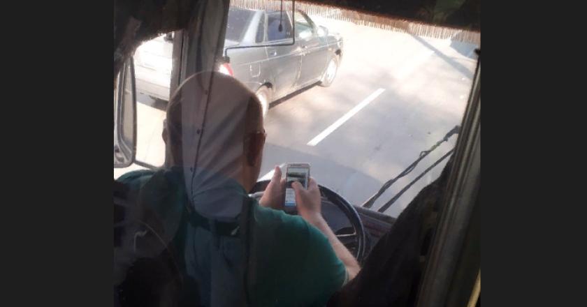 В Кирове водитель управлял автобусом локтями