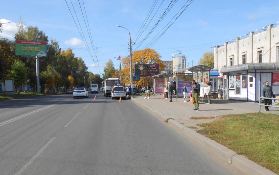 В Кирове в дверях автобуса зажало 60-летнюю женщину
