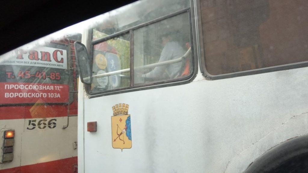 Водитель троллейбуса объяснила «зависание в интернете»