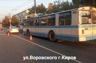 В кирове троллейбус строил тройное ДТП