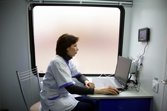 Районы Кировской области получили новые мобильные маммографы
