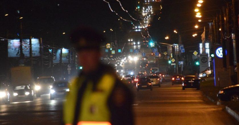 В Кирове сотрудники Госавтоинспекции проверили освещенность пешеходных переходов