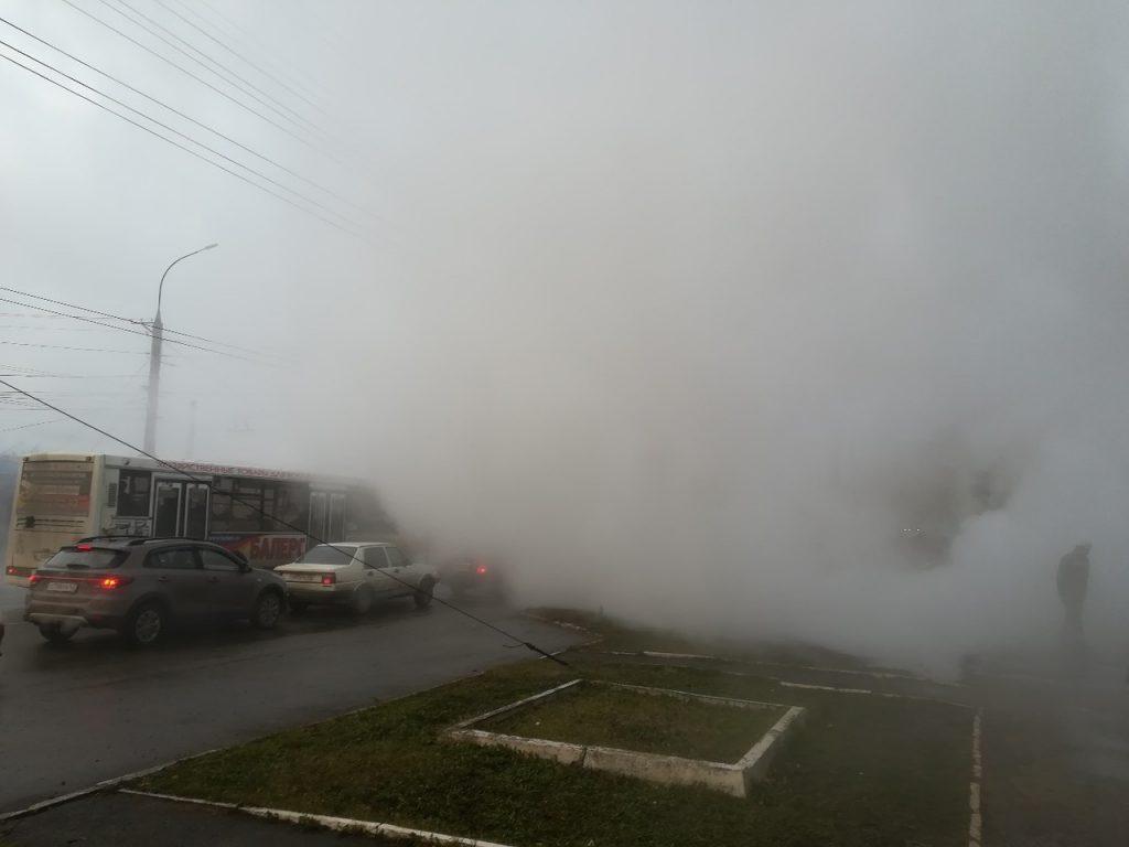 На Воровского в Кирове прорвало трубу