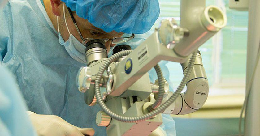 Слухоулучшающая операция по восстановлению барабанной перепонки аутотканями проведена уже 22 пациентам Кировской области.