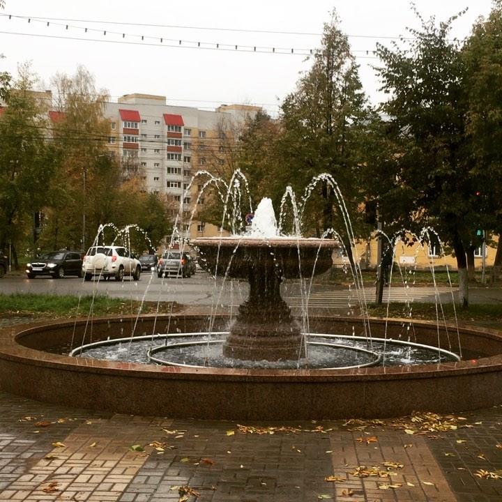 Фото дня: достроен новый фонтан у завода ОЦМ в Кирове