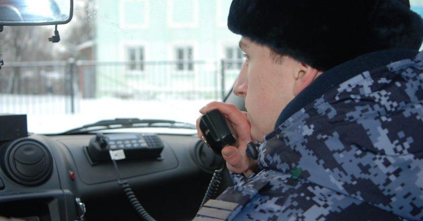 В Оричах Кировской области росгвардейцы задержали двух молодых людей при попытке кражи с охраняемого объекта