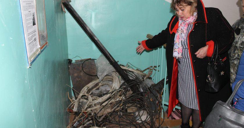 Жители дома на Пролетарской уже пять месяцев живут без лифта