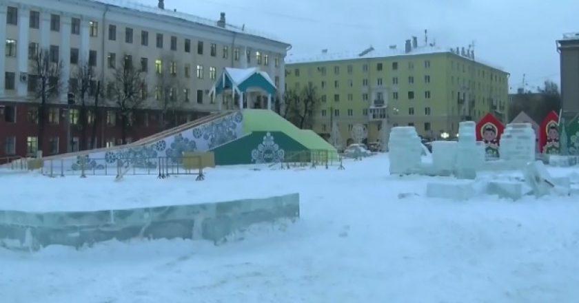 Ледовый городок на Театральной площади готовят к сдаче