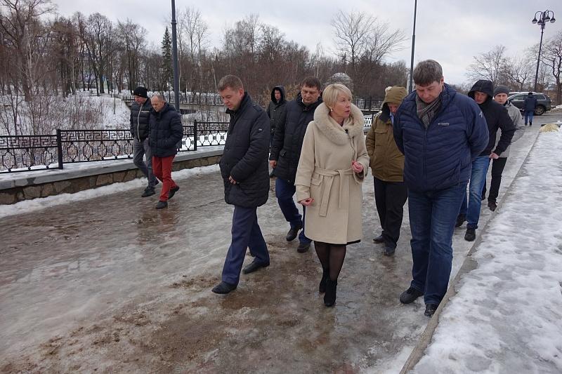 Глава города назвала работу подрядчиков по уборке тротуаров неудовлетворительной
