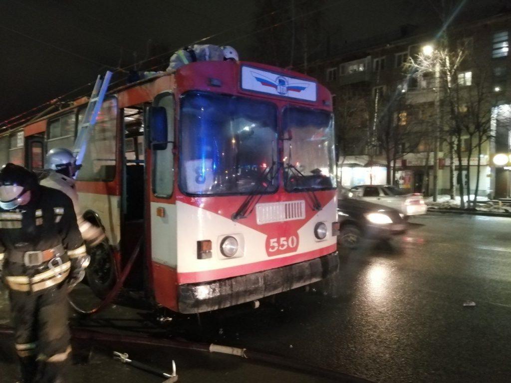 В Кирове на ходу загорелся троллейбус