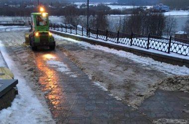 За ночь подрядчики обработали тротуары более чем на 100 улицах